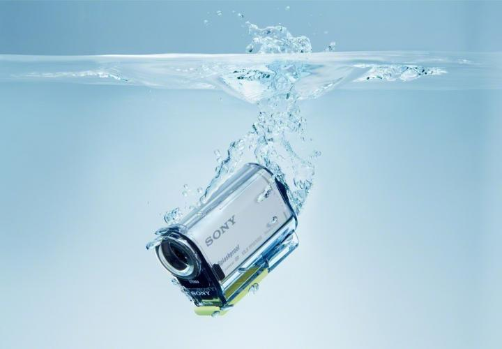 action camera in water
